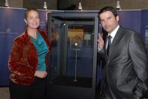 Národní Pokladnice v roce 2012 přivezla nejdražší minci světa do Prahy